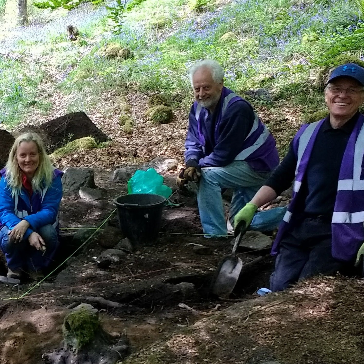 volunteers-in-excavated-trench-leny-woods-callander