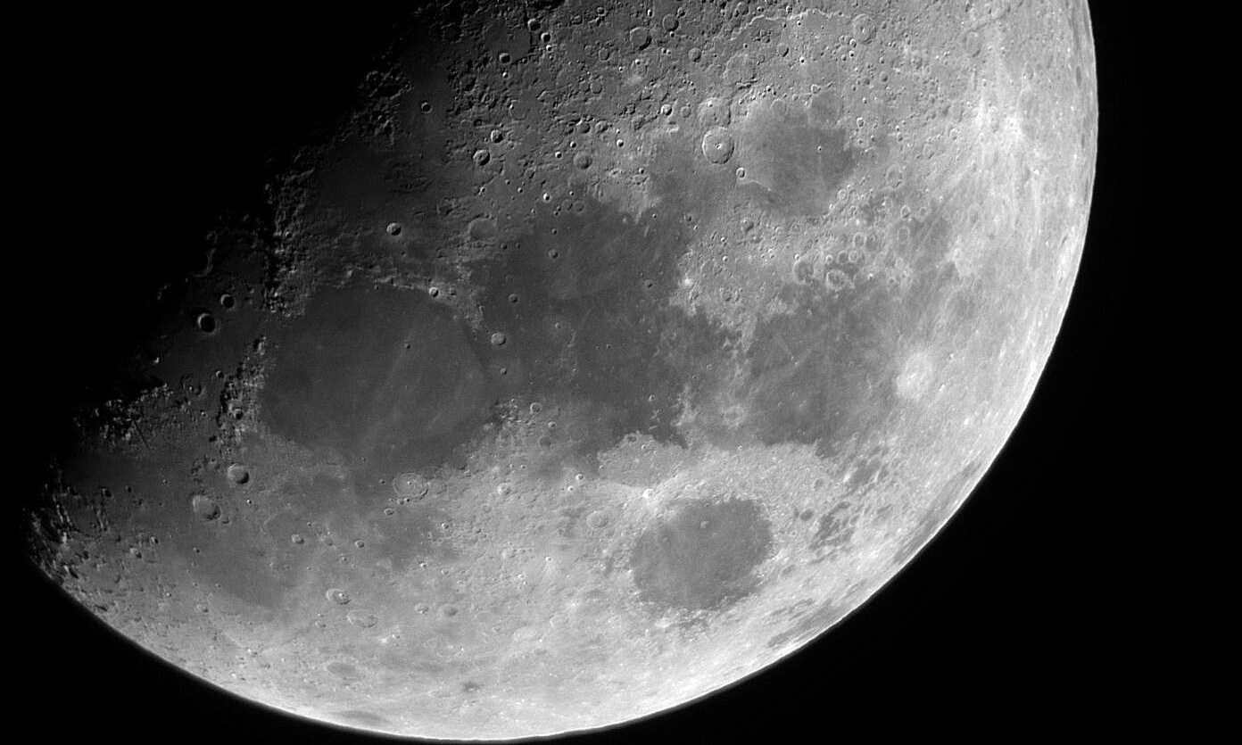 close-up-photo-of-the-moon